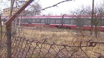 Nowoczesne pociągi niszczeją w krzakach. Od ponad 2 lat czekają na remont