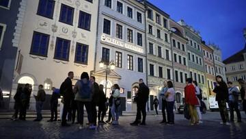 Kolejki do atrakcji w Noc Muzeów. Restort kultury zachęca do wirtualnego uczestnictwa