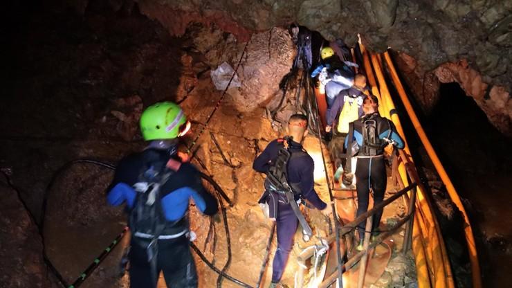 W Tajlandii rozpoczęła się akcja mająca na celu wydostanie młodych piłkarzy z jaskini