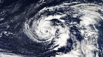 Huragan Ophelia pędzi w kierunku Europy. Przyniesie sztormy i ulewy