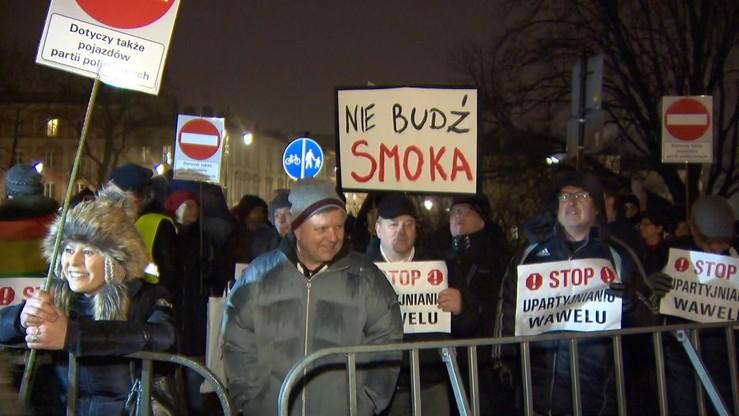 Prokuratura: nie doszło do znieważenia Jarosława Kaczyńskiego na Wawelu