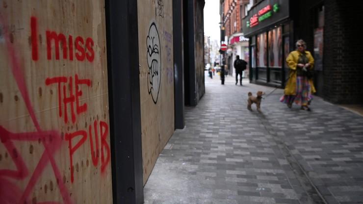 Angielskie puby bez dystansu społecznego? Boris Johnson proponuje ratunek dla gastronomii