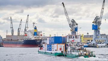 Po 40 latach przerwy barka z kontenerami popłynęła Wisłą. Ma promować transport śródlądowy