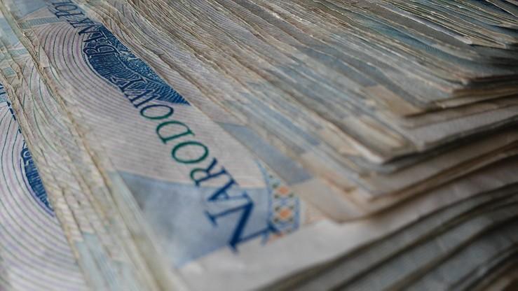 Szefowa placówki medycznej miała wypłacić sobie 600 tys. zł. W postaci premii, nagród i dodatków