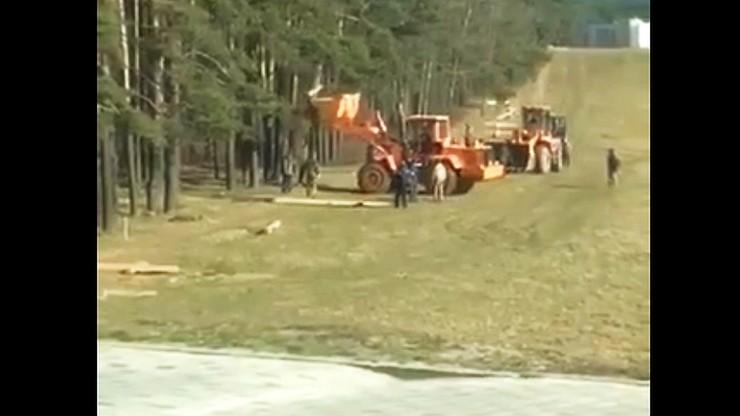 Koparki wjechały na masowe groby ofiar NKWD w Kuropatach. Zdemontowano 70 krzyży