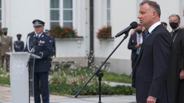 Prezydent Andrzej Duda do policjantów: każdemu funkcjonariuszowi należy się szacunek