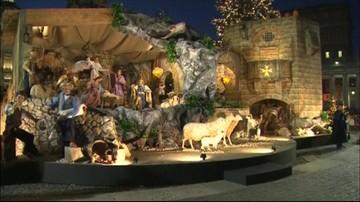Odsłonięto szopkę i zapalono światła na choince na placu Św. Piotra