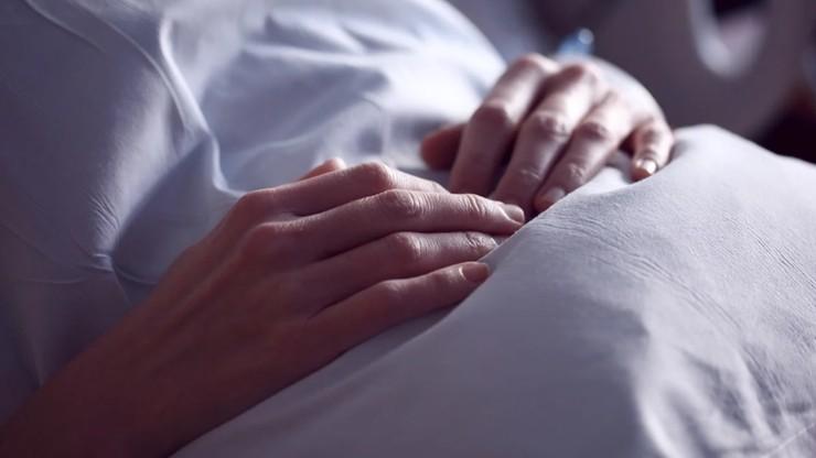 Pacjenci z ciężkim COVID-19 mają oznaki starzenia tkanek, niezależnie od wieku