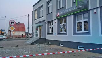 Wysadzony bankomat w Grębocicach. Z okien wyleciały szyby. Policja sprawdza, czy zginęły pieniądze