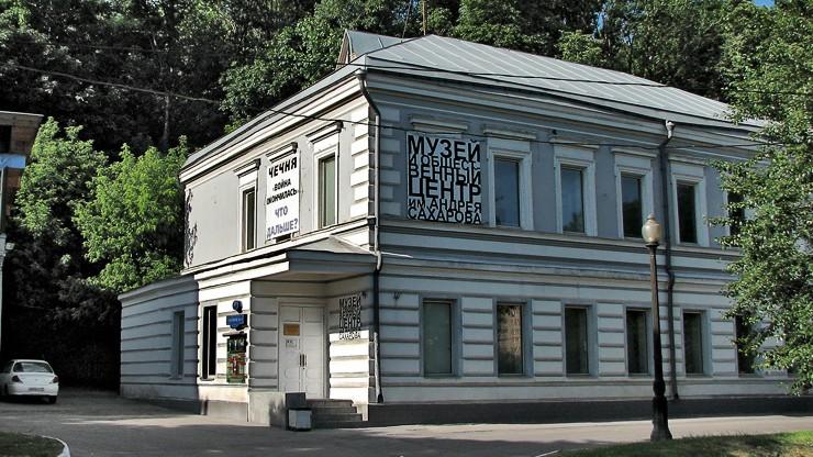 Wstrzymano wstęp na wystawę o walkach na Ukrainie. Po atakach radykalnych aktywistów