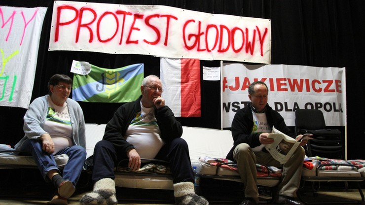 Bochenek: wojewoda opolski jest w stałym kontakcie z protestującymi w Dobrzeniu Wielkim