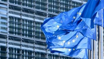 Migranci z UE wnoszą więcej do budżetu W. Brytanii niż przeciętny Brytyjczyk