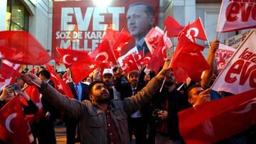 Erdogan triumfuje i rozważa kolejne referendum - ws. kary śmierci