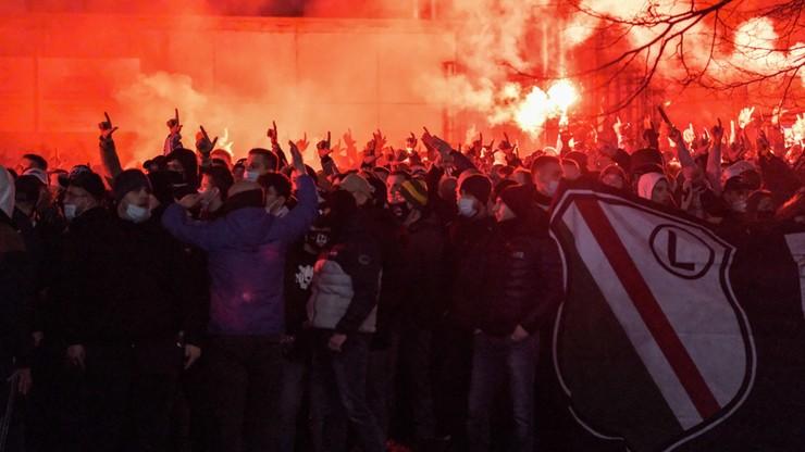 Protest kibiców Legii. Domagają się otwarcia stadionów