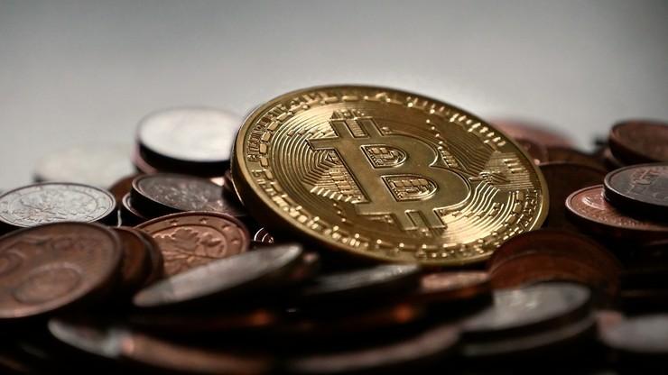 33-latek z Warszawy miał wyłudzić bitcoiny od kilkudziesięciu klientów. Grozi mu 10 lat więzienia