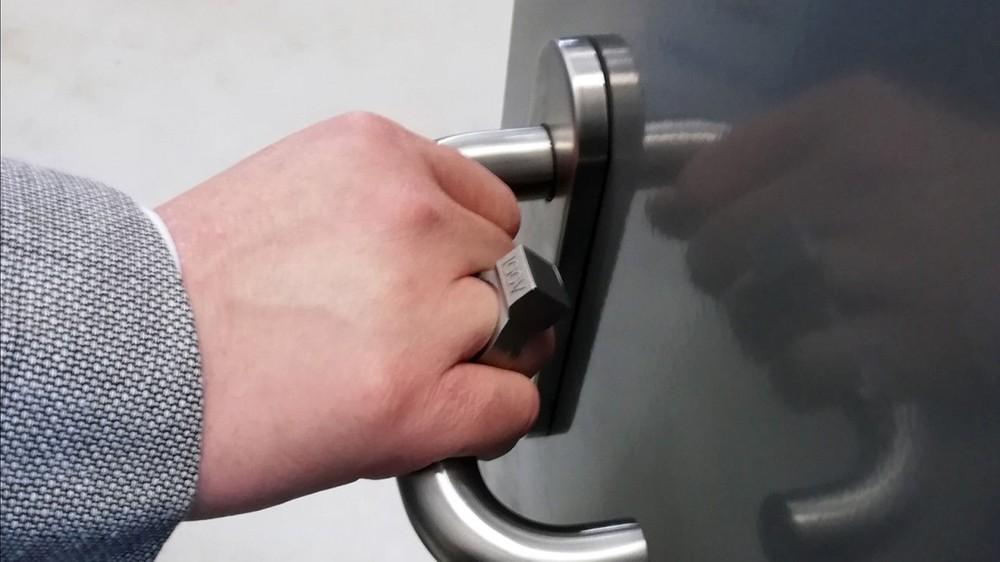 """Oto prawdziwy """"jedyny pierścień"""", którym można zarządzać wszystkimi urządzeniami"""
