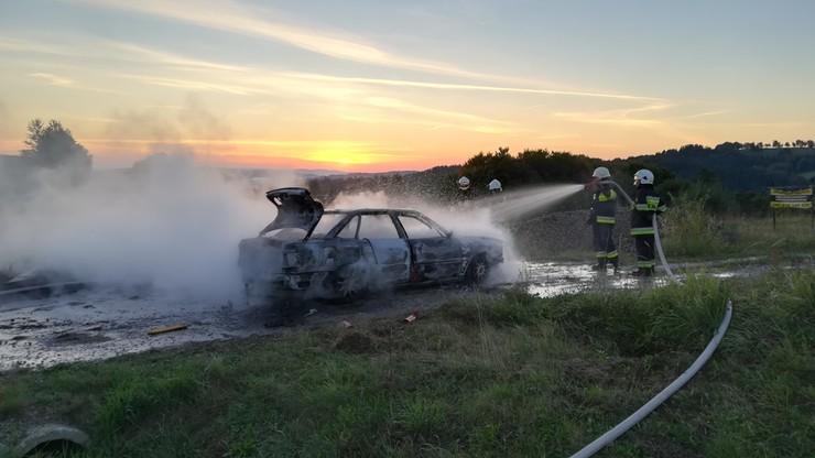 Na autostradzie A2 zapalił się samochód