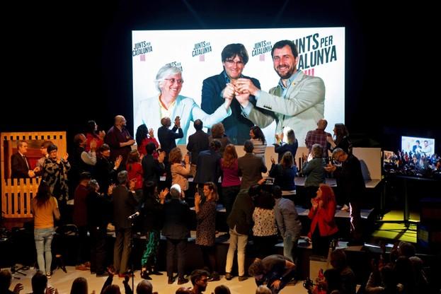 Mandat do PE zdobył b. premier Katalonii Carles Puigdemont.