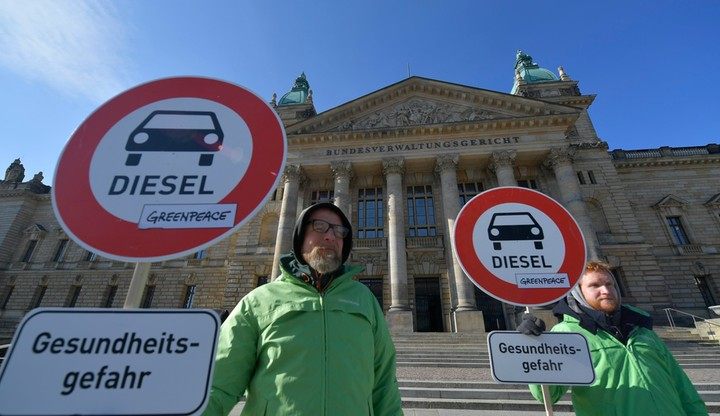 Duże miasta mogą zakazać wjazdu samochodom z silnikiem diesla - orzekł niemiecki sąd