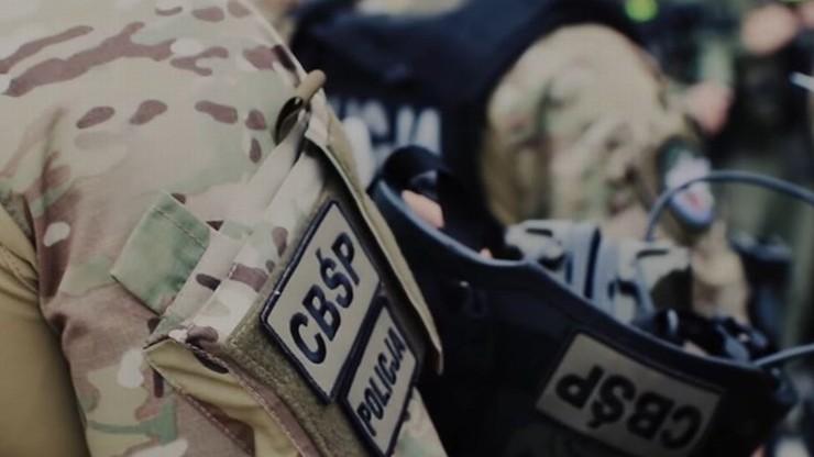 Policjanci CBŚP rozbili grupę, która wyłudzała pieniądze z kont majętnych ludzi