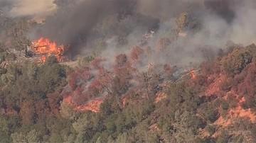 Tysiące mieszkańców ucieka przed ogniem. W Kalifornii płonie ponad 11 tys. hektarów terenu