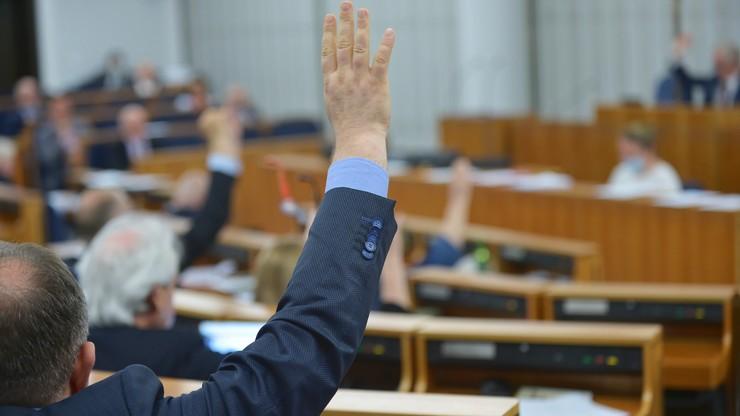 """Głosowanie """"mieszane"""" w Senacie. Komisje pracują nad ustawą o wyborach"""