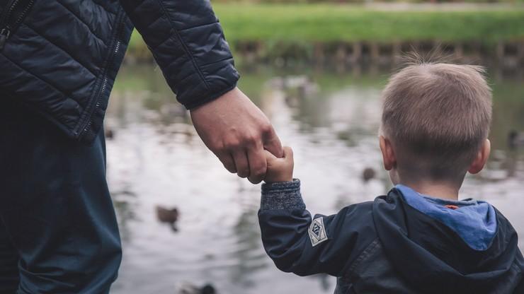 Urlop ojcowski coraz popularniejszy. Resort rodziny przedstawił dane