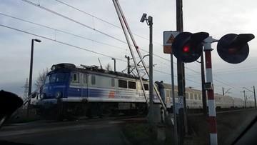 Podniosła rogatki, gdy nadjeżdżał pociąg. Maszynista wyhamował w ostatniej chwili
