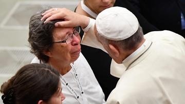 """Papież spotkał się z rodzinami ofiar zamachu w Nicei. """"Na atak diabła odpowiedzieć miłością"""""""