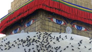 """""""Dusza - cień jest zdezorientowana"""". W Nepalu pożegnanie zmarłych nie kończy się na pogrzebie"""