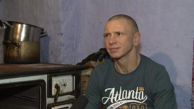 Samotny ojciec z czworgiem dzieci marzy o remoncie domu