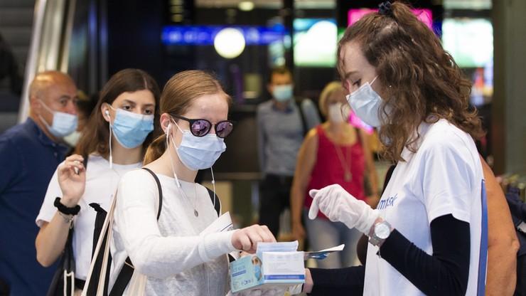 Koronawirus rozprzestrzenia się w powietrzu? Eksperci wzywają do zmiany zaleceń