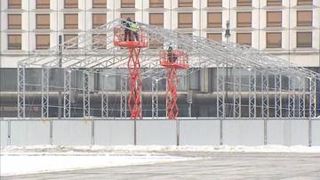 Metalowa konstrukcja na pl. Piłsudskiego. Wbrew miastu powstaje pomnik ofiar smoleńskich