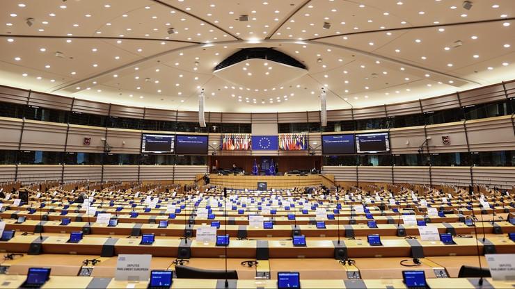 PE zatwierdził europejski model pozwów zbiorowych. Konsumenci z bronią przeciw korporacjom