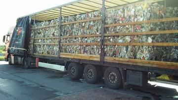 Z samochodu wylewała się śmierdząca ciecz. Śmieci z Niemiec nielegalnie wjechały do Polski