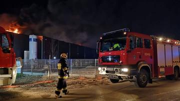Pożar hali magazynowej niedaleko Warszawy