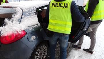 Biegał z nożem po ulicy, zaatakował policjantów. Nie przyznaje się do winy