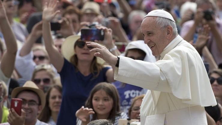 Papież: bardzo potrzeba modlitwy chrześcijan, żydów i muzułmanów o pokój