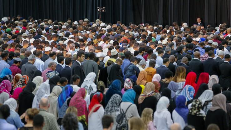 Tłumy muzułmanów pożegnały legendarnego mistrza boksu wszechwag