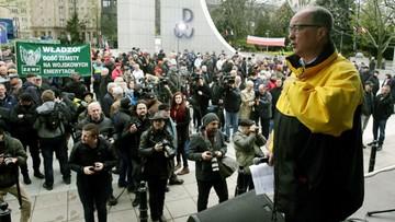 """""""Dość zemsty na wojskowych emerytach"""". Manifestacja przed Sejmem"""