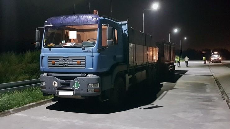 Ciężarówka przeładowana o ponad 15 ton. Z zepsutymi hamulcami