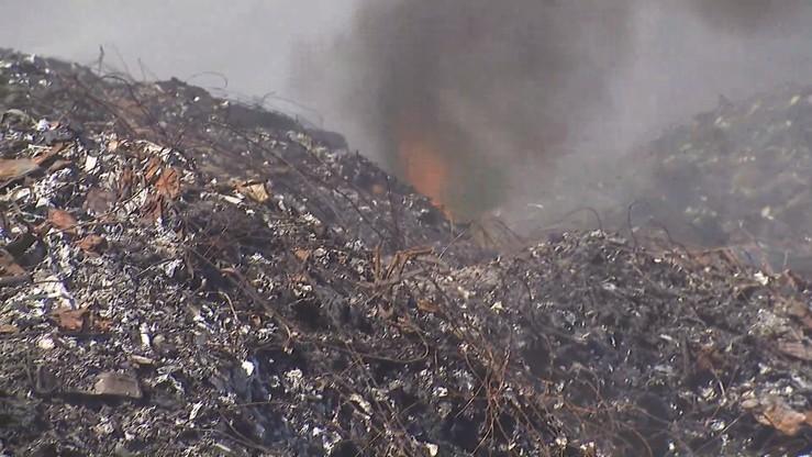 Pożar składowiska śmieci w Kartowicach. Drugi raz w tym roku