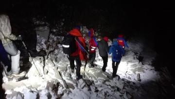 Na Babiej Górze zima. GOPR sprowadził w nocy turystkę, która w górach była po raz pierwszy