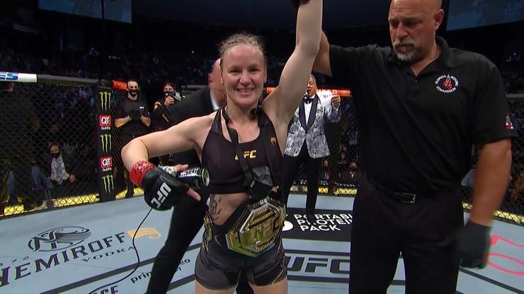 UFC 261: Valentina Shevchenko całkowicie zdominowała Jessikę Andrade w mistrzowskiej walce (WIDEO)