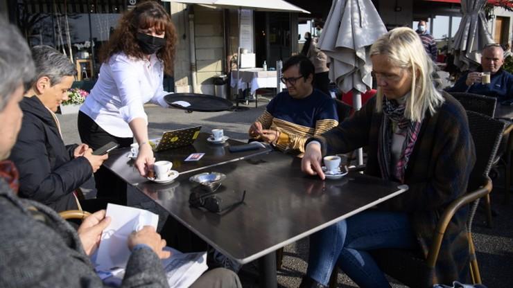 Gastronomia bez obostrzeń. Hiszpanie testują powrót do normalności