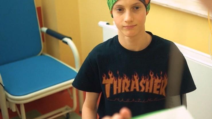 """""""Ona by tak chciała"""". Chory na raka 16-latek nagrał piosenkę, by dodać otuchy innym pacjentom"""