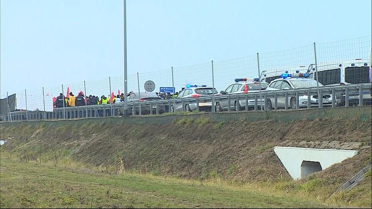 Utrudnienia na autostradzie A2 w okolicach Brwinowa: protest rolników i wypadek samochodowy