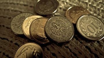 CBOS: Większość Polaków oszczędza na poważniejsze zakupy, tylko 1 proc. deklaruje dużą biedę
