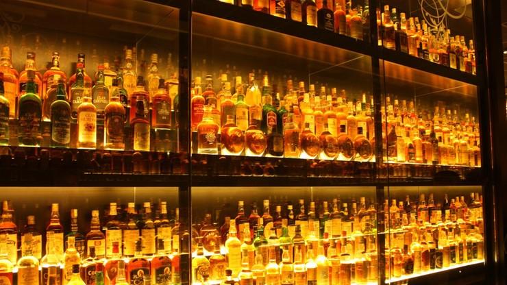 Zboże, whisky, papierosy. KE publikuje listę produktów z USA, które może objąć cłami