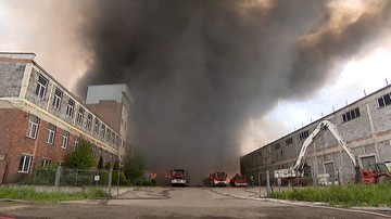 Opanowano ogień na wysypisku śmieci w Zgierzu. Trwa dogaszanie pożaru